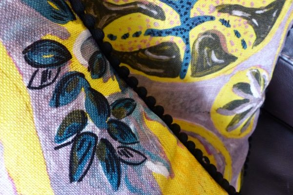 Coussin Lalie Design Copacabana passepoil pompon
