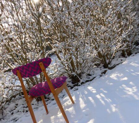 chaise nordique neige graphisme rose fuschia granit