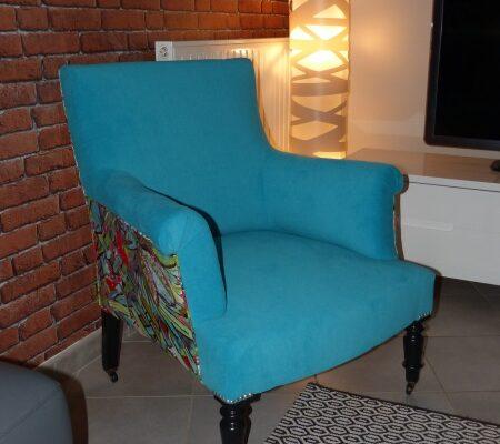 fauteuil confortable bleu coloré